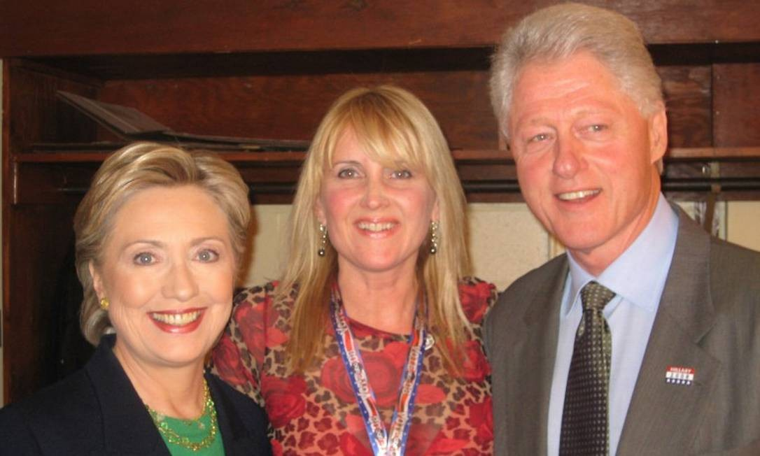 """Kriss Blevens e os Clinton: """"Hillary é calorosa nos bastidores. Fiz muita maquiagem nela em 2007 e 2008."""" Foto: Arquivo pessoal"""