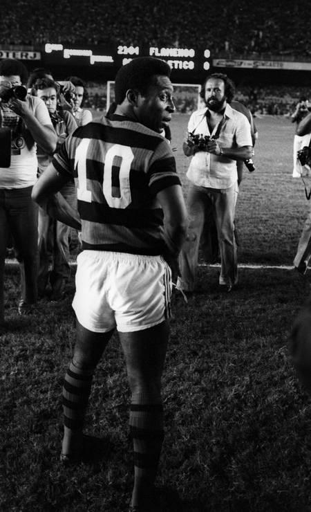 Pelé atuando pelo Flamengo no jogo beneficente contra o Atlético Foto: Sebastião Marinho / Agência O Globo