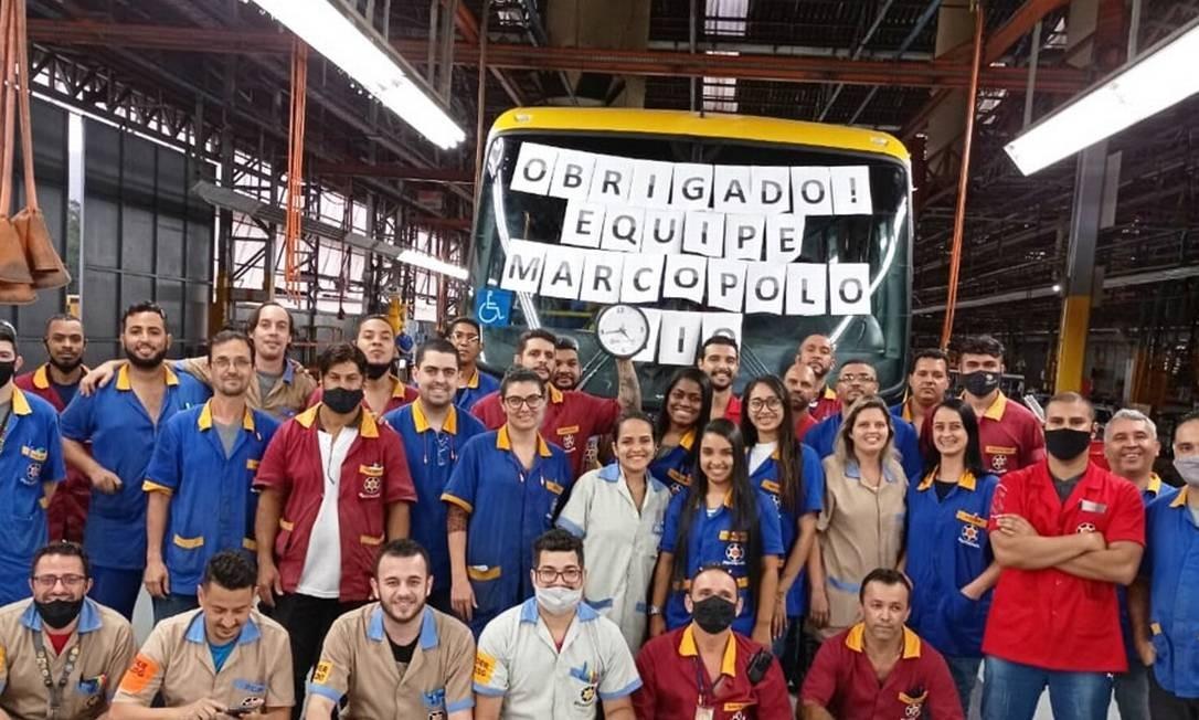 O último ônibus Marcopolo é produzido em Xerém, Duque de Caxias. A fábrica tinha 800 empregados. Foto: Reprodução