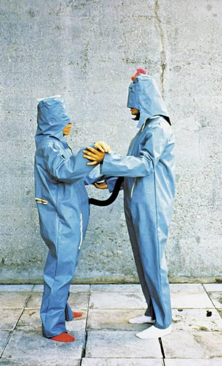 Obra 'O eu e o tu', da série 'Roupa-corpo- roupa' Foto: Divulgação