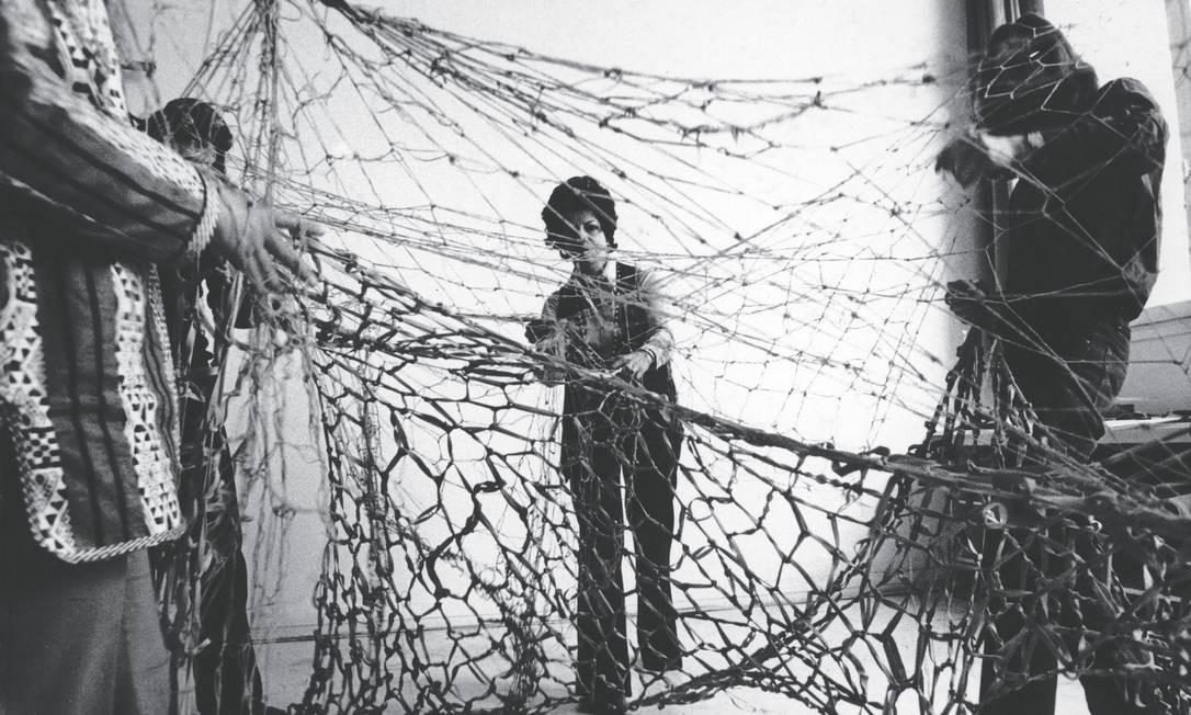 Lygia Clark e a proposição 'Rede de elásticos' Foto: Divulgação