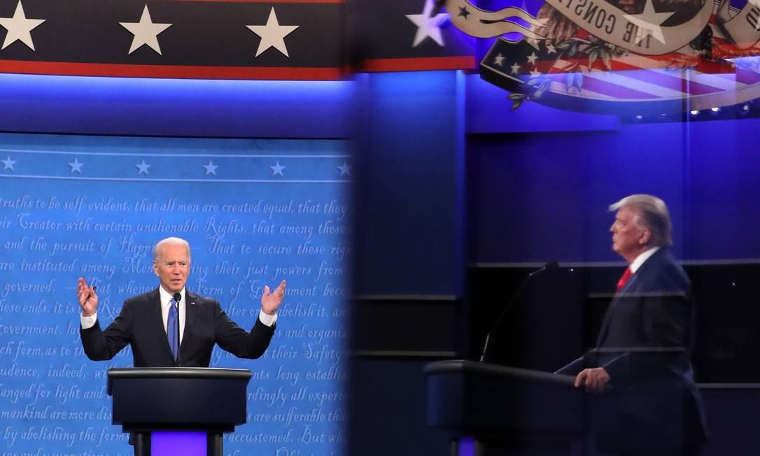 Biden e Trump no último debate da campanha para a eleição de 3 de outubro Foto: CHIP SOMODEVILLA / AFP