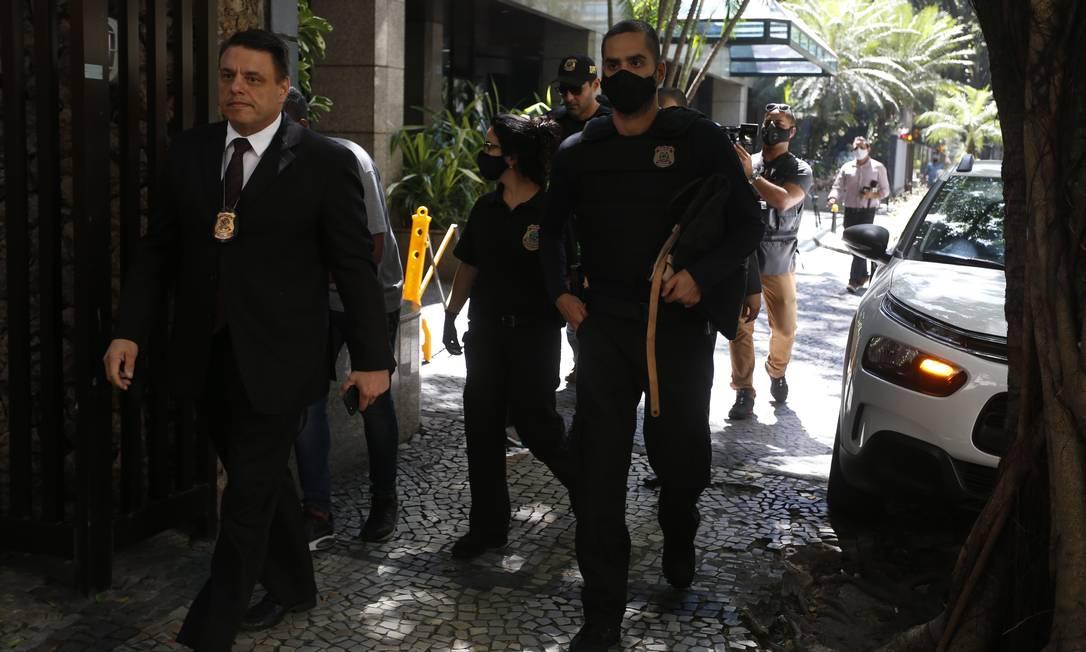 PF faz operação de busca e apreenão contra advogado de réus da Lava-Jato Foto: Fabiano Rocha / Agência O Globo
