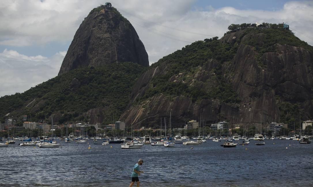 Cidade do Rio vive cenário de estabilidade no contágio da doença. Para especialistas, números ainda são altos Foto: Guito Moreto / Agência O Globo