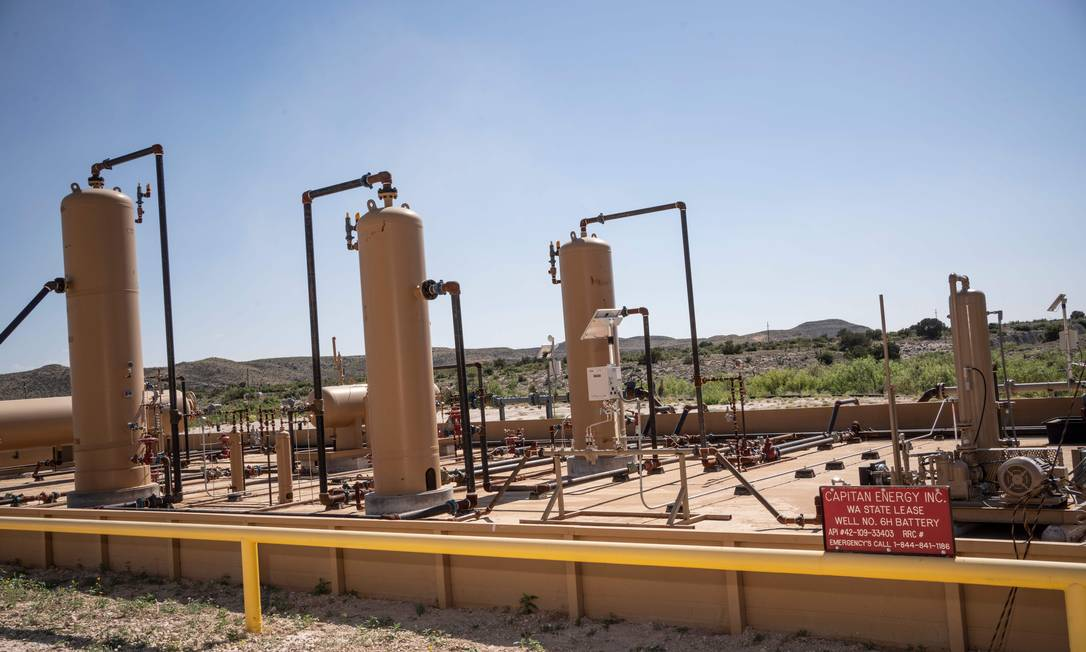 Equipamentos usados no fraturamento hidráulico em unidade de produção no Texas Foto: PAUL RATJE / AFP