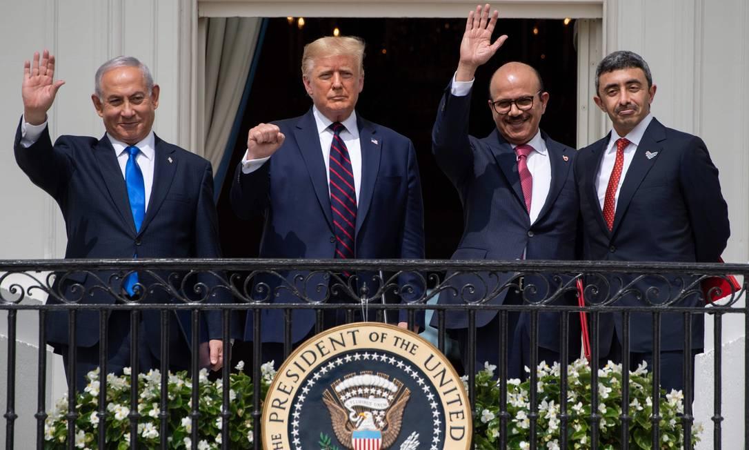 Netanyahu (esquerda), Trump e os chanceleres do Bahrein e dos Emirados Árabes na Casa Branca: americano reforçou aliança com Israel e monarquias sunitas para se opor ao Irã, em detrimento de reivindicações palestinas Foto: SAUL LOEB / AFP