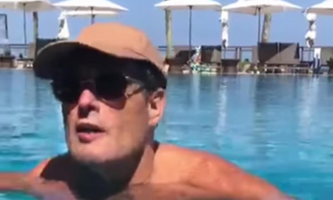 Depois de receber alta médica, o humorista descansa em um resort no Rio Foto: Reprodução