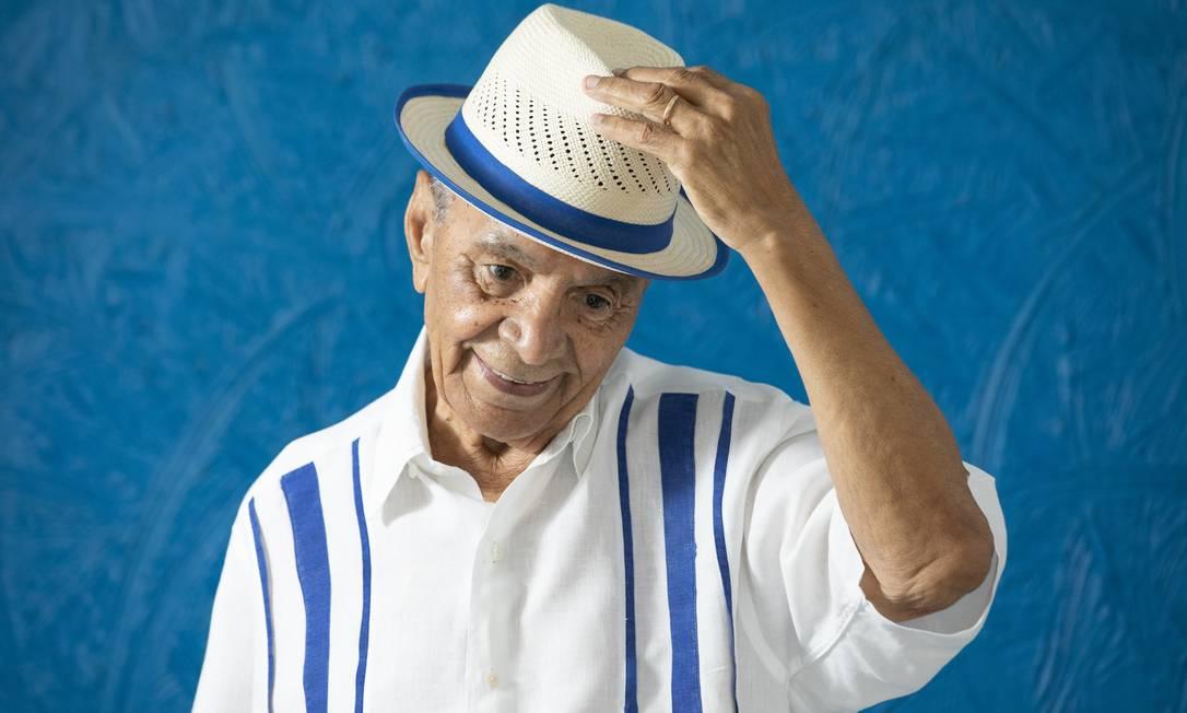 Aos 87 anos, Monarco é o único remanescente do grupo original da Velha Guarda da Portela Foto: Ana Branco / Agência O Globo