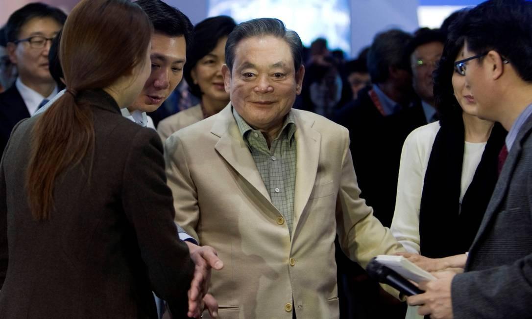 O magnata Lee Kun-hee, responsável pela transformação da Samsung numa potência mundial na área de eletrônicos Foto: Steve Marcus / REUTERS/12-1-2012