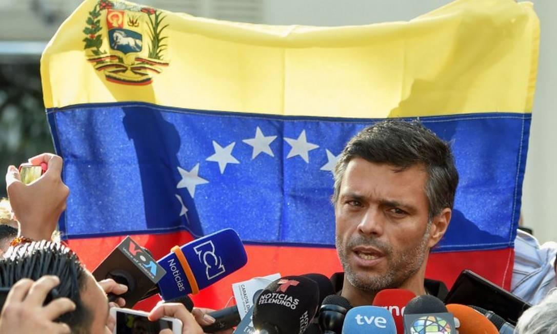 Leopoldo López diante da emabaixada espanhola em Caracas, em maio de 2019 Foto: JUAN BARRETO / AFP