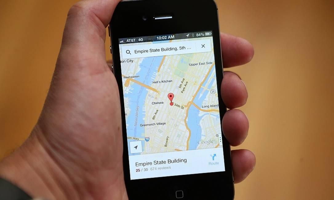 Google Maps num iPhone: parceria de 15 anos entre as duas gigantes na mira dos EUA Foto: JUSTIN SULLIVAN / Getty Images