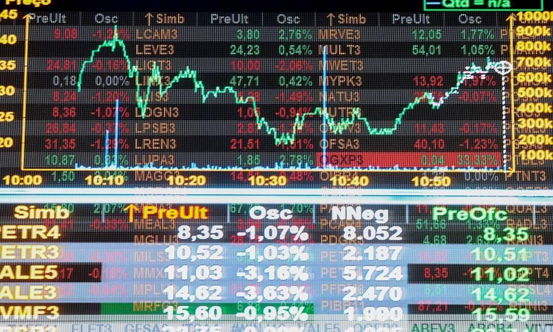 Investidores estão de olho em aumento de casos da Covid-19 na Europa e nos EUA Foto: Pedro Kirilos / Agência O Globo