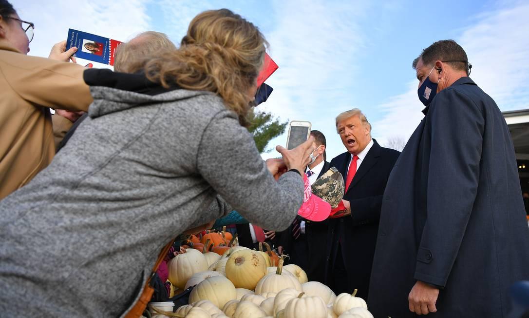 Donald Trump fala com apoiadores durante evento de campanha no estado do Maine Foto: MANDEL NGAN / AFP
