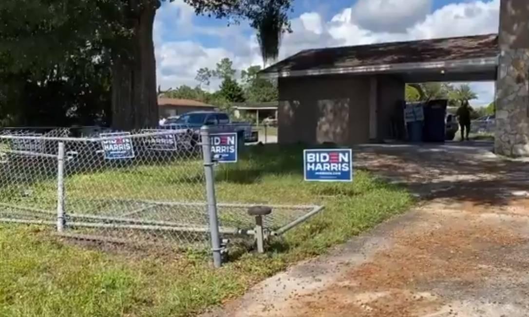Cercas de apoiadores de Biden são depredades na Florida Foto: Reprodução/Bay News 9