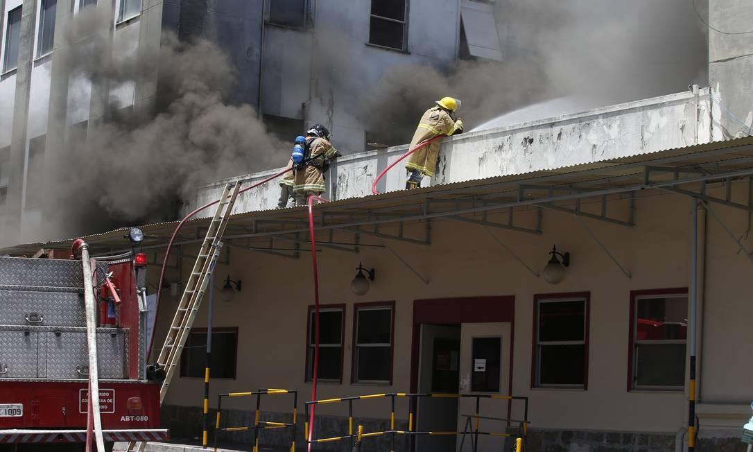 Incêndio no Hospital Federal de Bonsucesso terá perícia da Polícia Federal Foto: Fabiano Rocha / O Globo