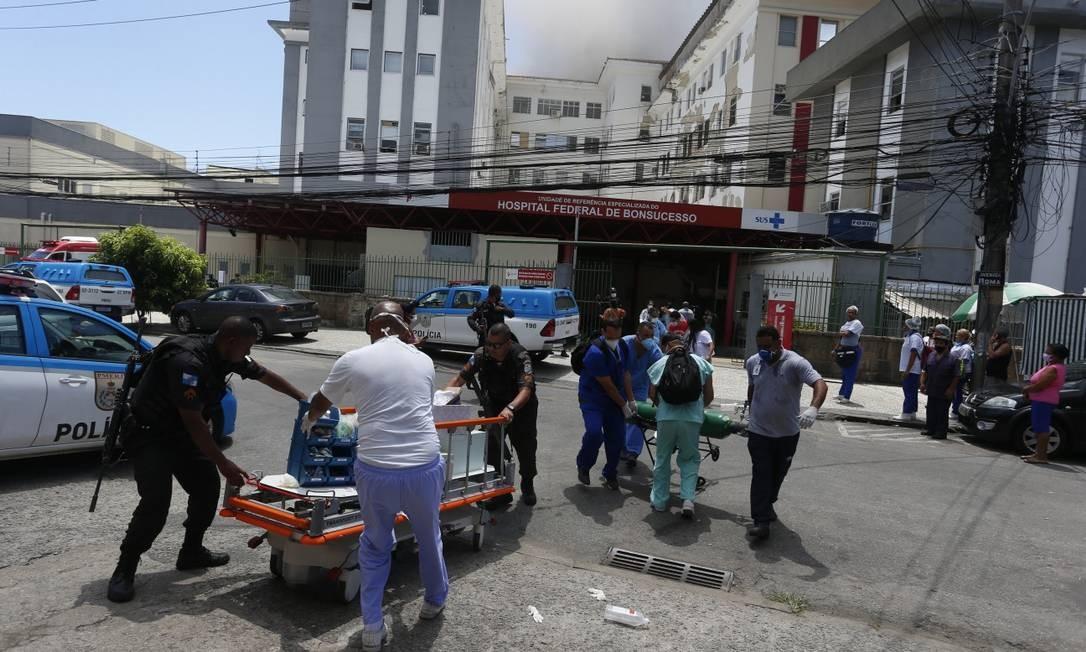 Incendio no Hospital Federal de Bonsucesso nesta terça-feira Foto: Fabiano Rocha / Agência O GLOBO