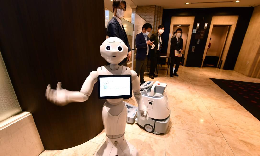 Robô em lobby de hotel: futuro dos hotéis passa pela tecnologia Foto: Kazuhiro NOGI/AFP / O GLOBO