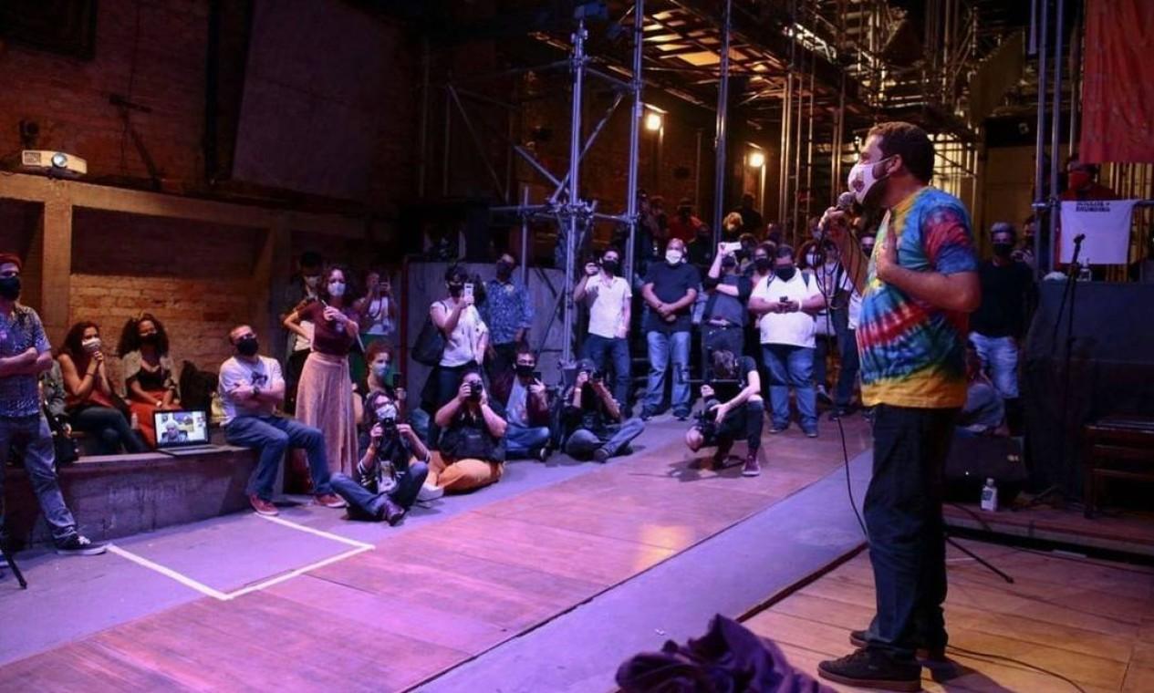 Guilherme Boulos (PSOL) discursa em encontro com nomes da Cultura, no Teatro Oficina, na Bixiga, Centro de São Paulo Foto: Reprodução / Redes Sociais - 25/10/2020