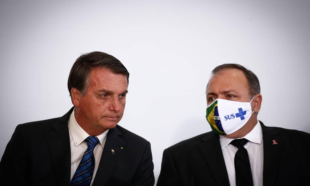 O presidente Jair Bolsonaro e o ministro da Saúde, Eduardo Pazzuelo. Decreto incluiu postos de saúde em plano de privatizações Foto: Pablo Jacob / Agência O Globo