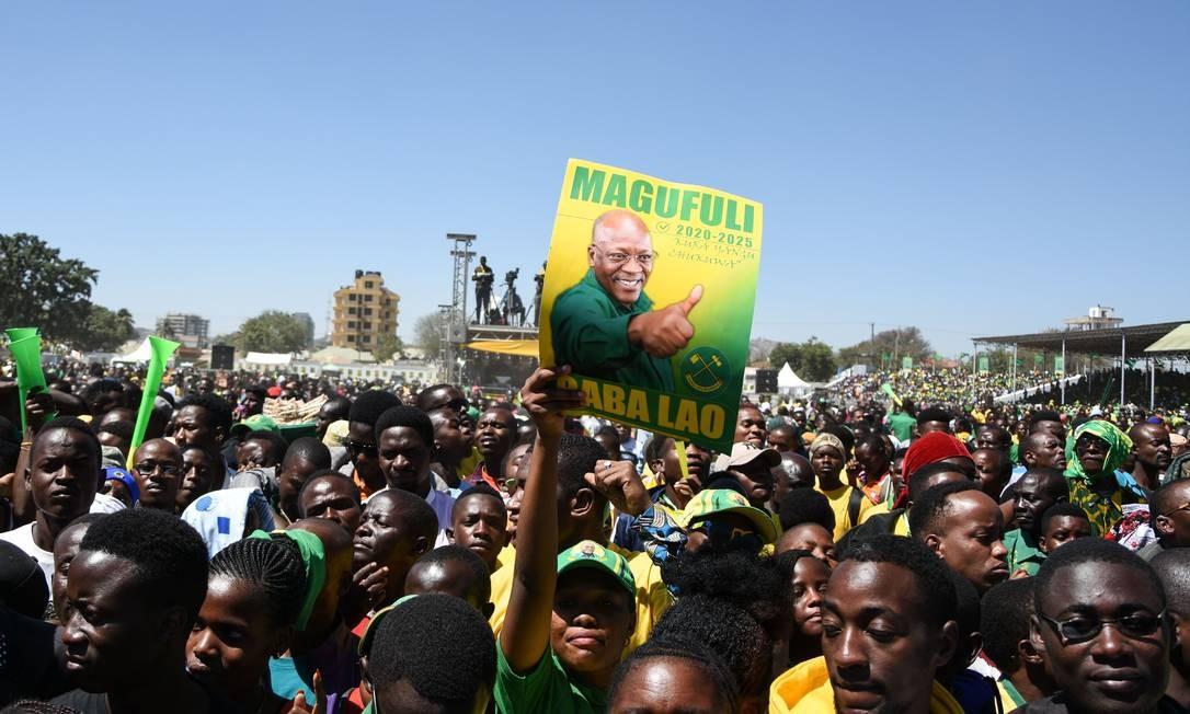 Apoiadores de Magufuli se manifestam no lançamento da campanha para as eleições gerais de outubro Foto: ERICKY BONIPHACE / AFP/29-08-2020