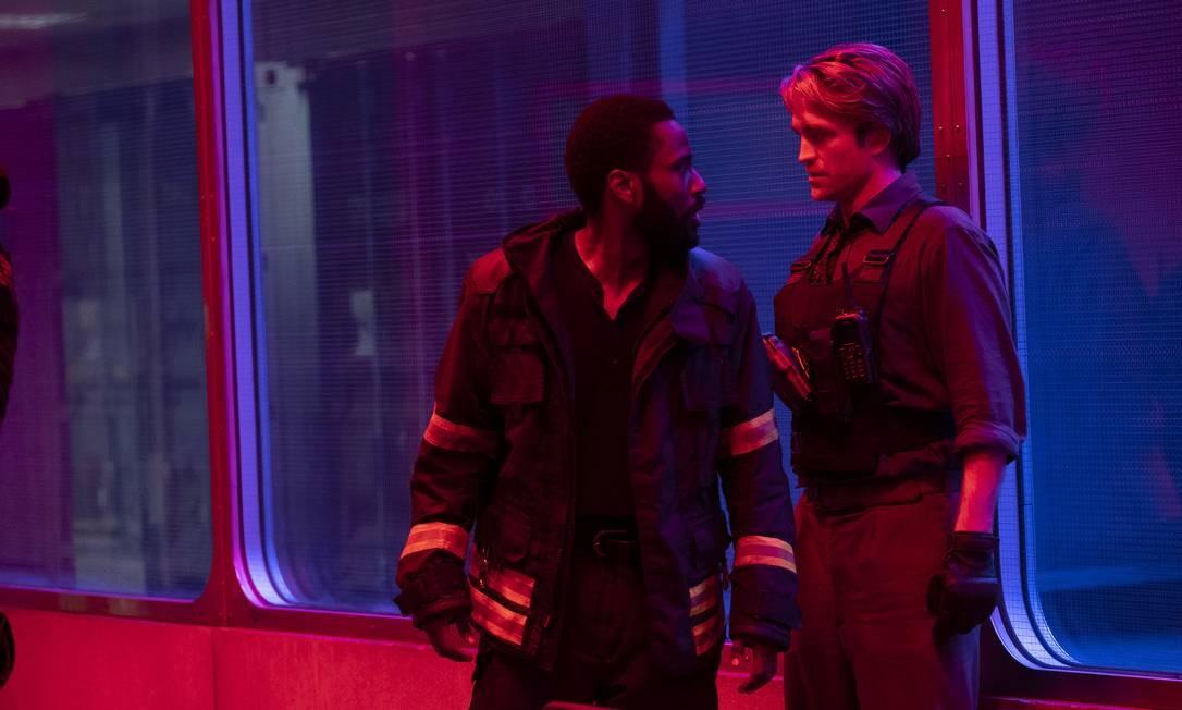 John David Washington e Robert Pattinson em cena de 'Tenet' Foto: Divulgação