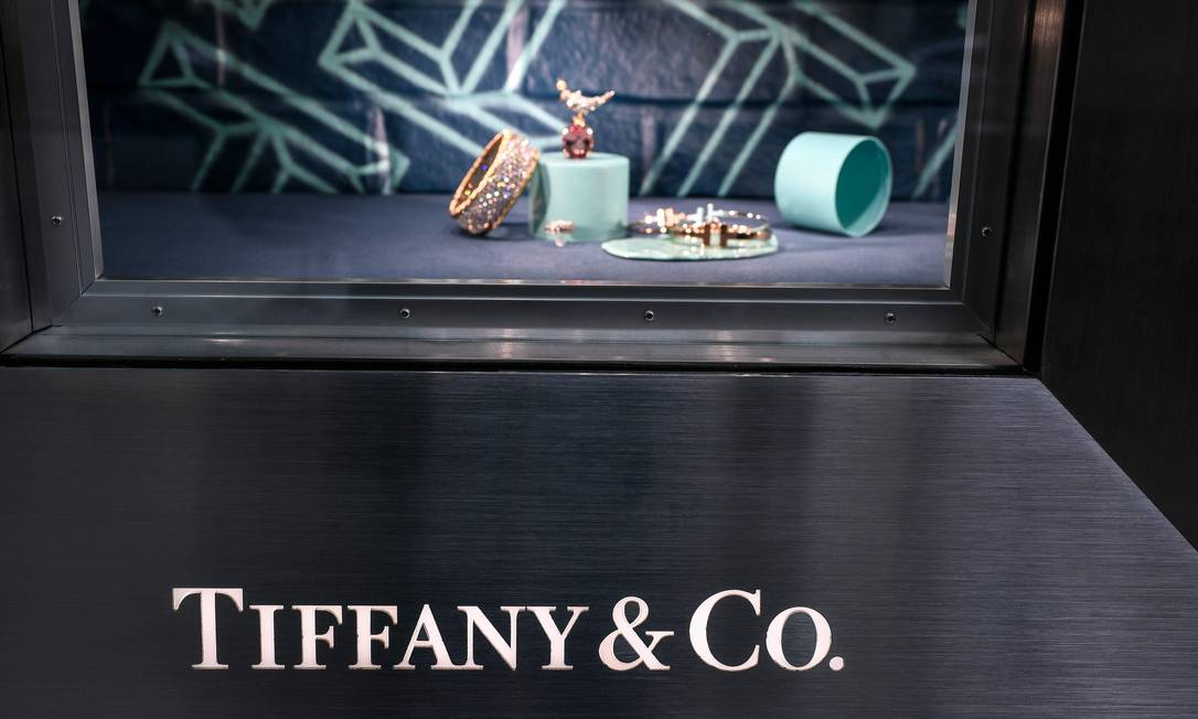Compra da Tiffany: negócio foi fechado por US$ 15,77 bilhões, uma redução de cerca de US$ 425 milhões do valor inicial Foto: Stephane de Sakutin / AFP