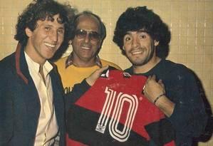 Maradona com Zico Foto: Reprodução