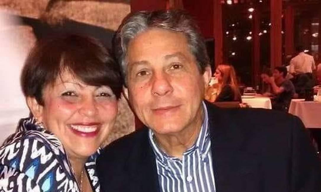 O médico Antônio Carlos da Silva Pires, de 65 anos, é suspeito de matar a ex-mulher, a psicóloga Roseneia Gomes Machado Foto: Reprodução/Facebook