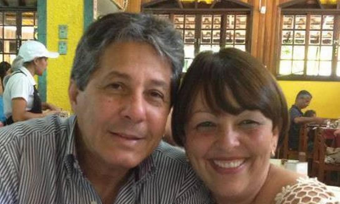 O médico Antônio Carlos da Silva Pires e a psicóloga Roseneia Gomes Machado foram casados por 30 anos Foto: Reprodução/Facebook