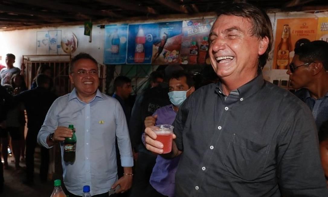 O presidente Jair Bolsonaro experimenta o Guaraná Jesus, bebida mais popular do Maranhão Foto: Alan Santos / PR