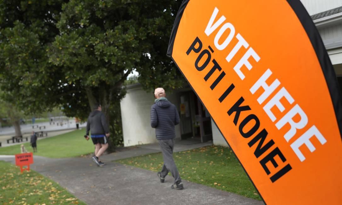 Votação em 17 de outubro na Nova Zelândia também decidiu pela aprovação da eutanásia e da rejeição ao uso recreativo de maconha Foto: Michael Bradley / AFP