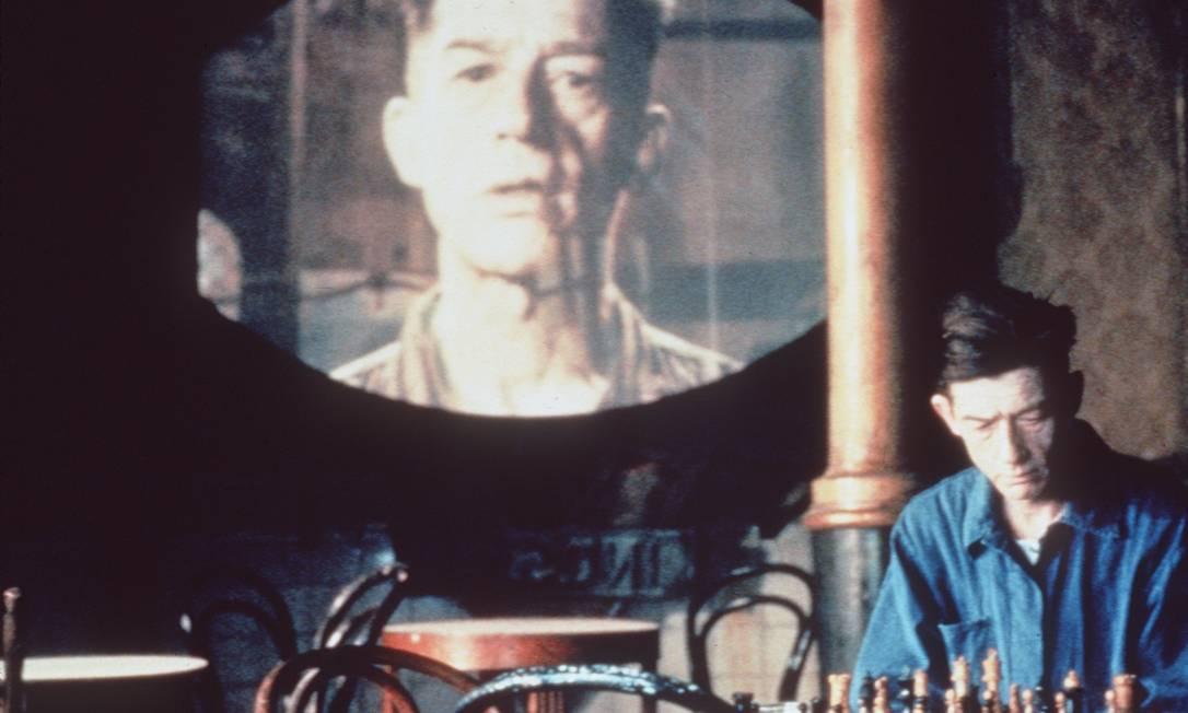 John Hurt em cena de '1984', longa de Michael Radford baseado no livro de George Orwell: críticas ao totalitarismo Foto: Divulgação