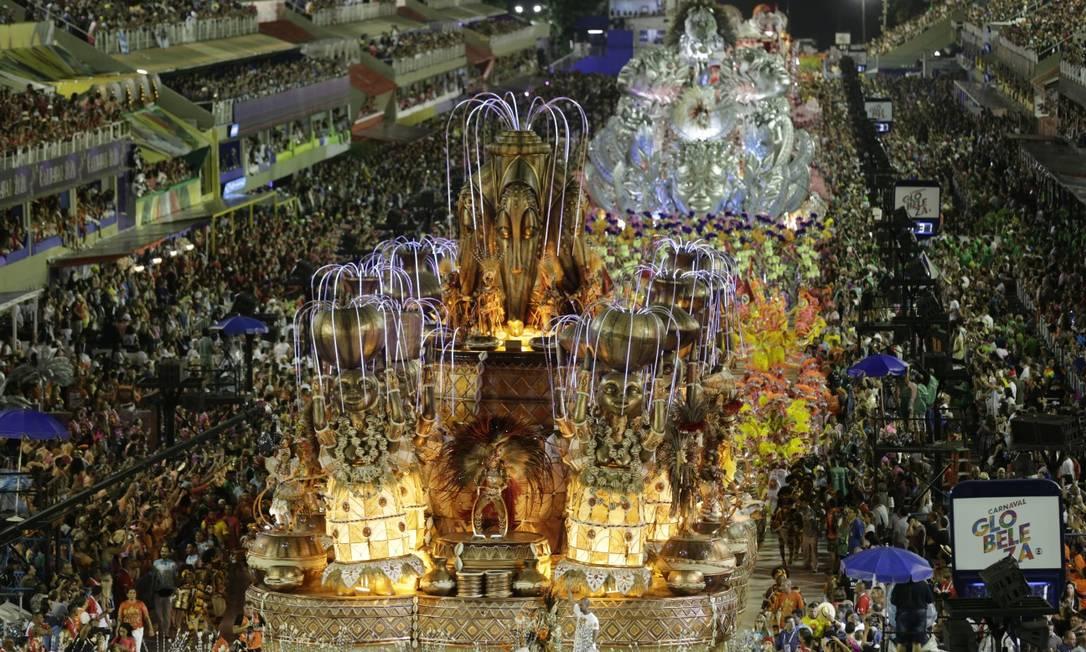 O desfile da Viradouro este ano: escolas querem receber R$ 1,5 milhão, cada uma, do governo do estado Foto: Alexandre Cassiano / Agência O Globo