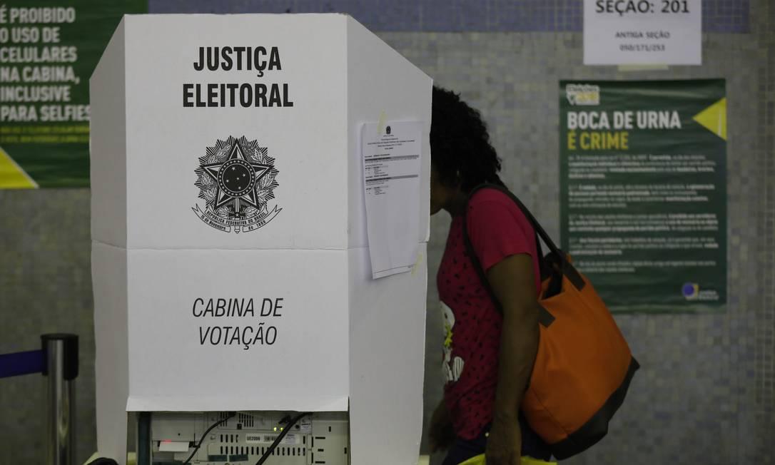 Eleitora vota no segundo turno da eleição para presidente em 2018 Foto: Custódio Coimbra / Agência O Globo