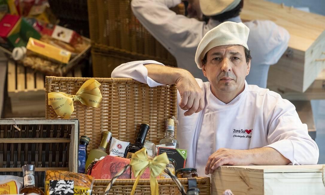 O chef Christophe Lidy criou cestas para o Natal, no Supermercado Zona Sul Foto: Ana Branco / Agência O Globo