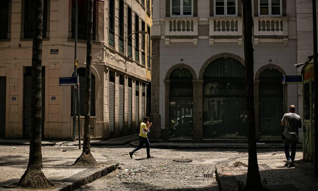 Estabelecimentos fechados na Rua do Rosário como resultado da pandemia Foto: Hermes de Paula / Agência O Globo