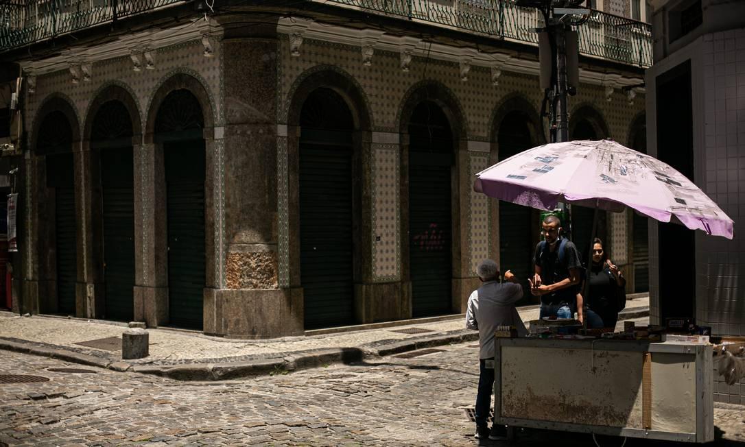 Pandemia altera paisagem da Rua do Rosário, no Centro do Rio, que costumava ter grande movientação em dias de semana Foto: Hermes de Paula / Agência O Globo