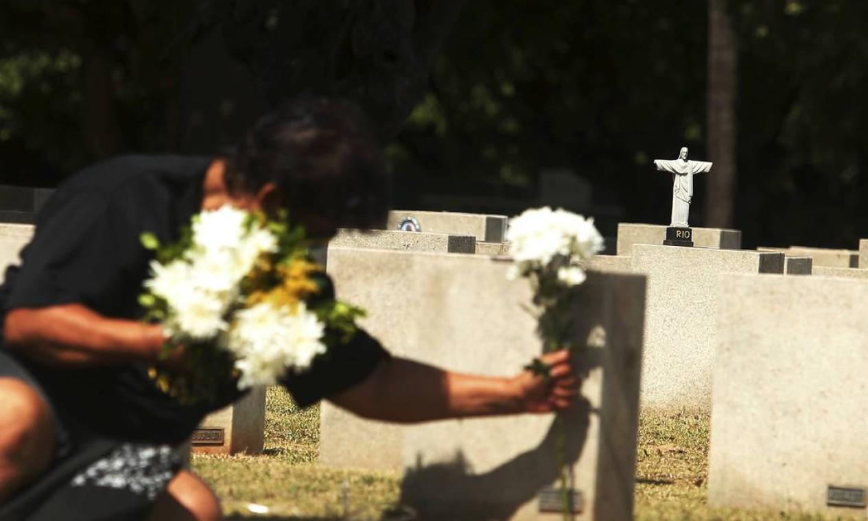 Cemitério São Francisco Xavier , no Caju Foto: Fabiano Rocha / Agência O Globo