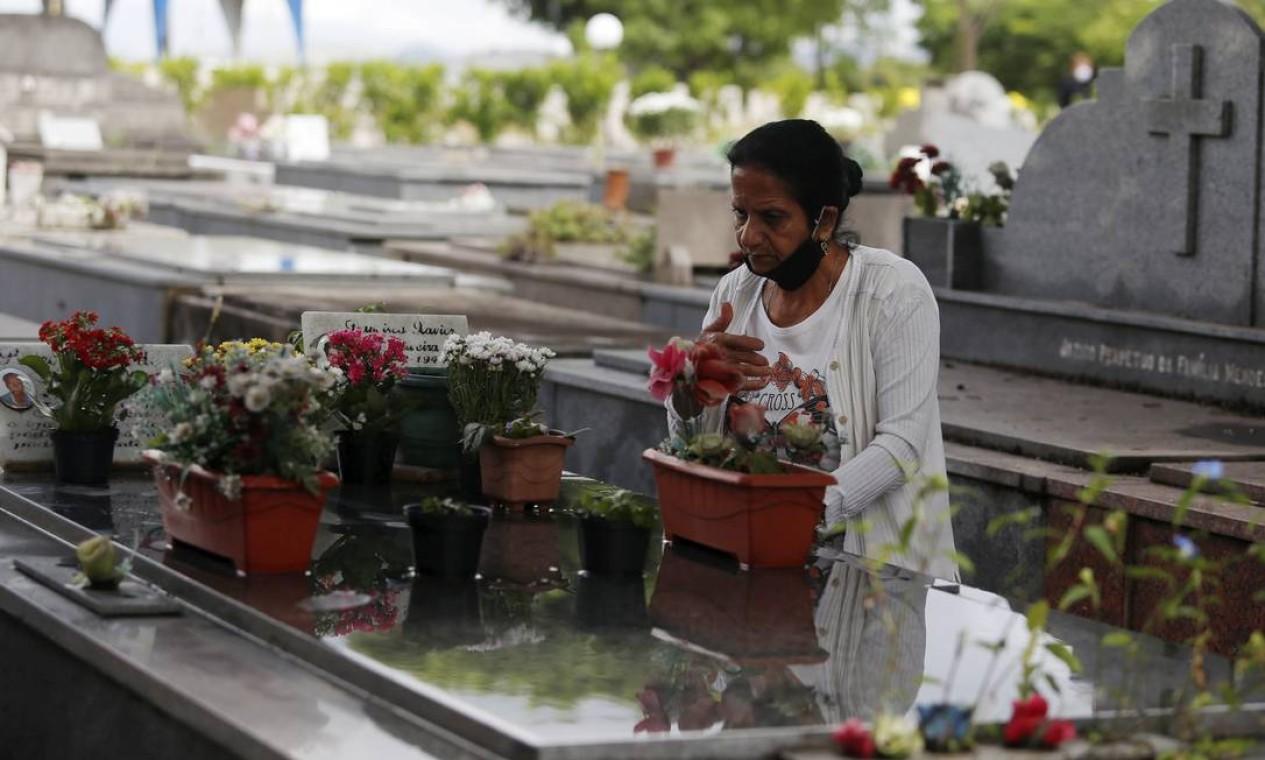 Cemitério da Penitência , no Caju Foto: Fabiano Rocha / Agência O Globo
