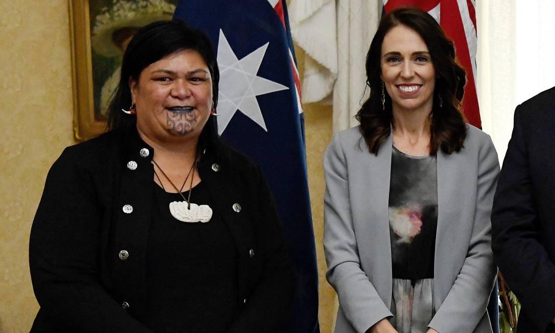 A agora ministra das Relações Exteriores, Nanaia Mahuta, ao lado da primeira-ministra Jacinda Ardern em foto tirada em fevereiro de 2020 Foto: Bianca de Marchi / AFP
