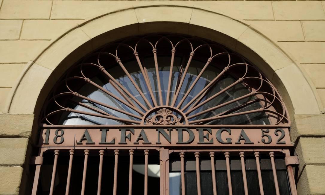 Parte da fachada da Casa França-Brasil, que, segundo estudo, fica no lugar onde africanos desciam de navios negreiros Foto: Luiza Moraes / Agência O Globo