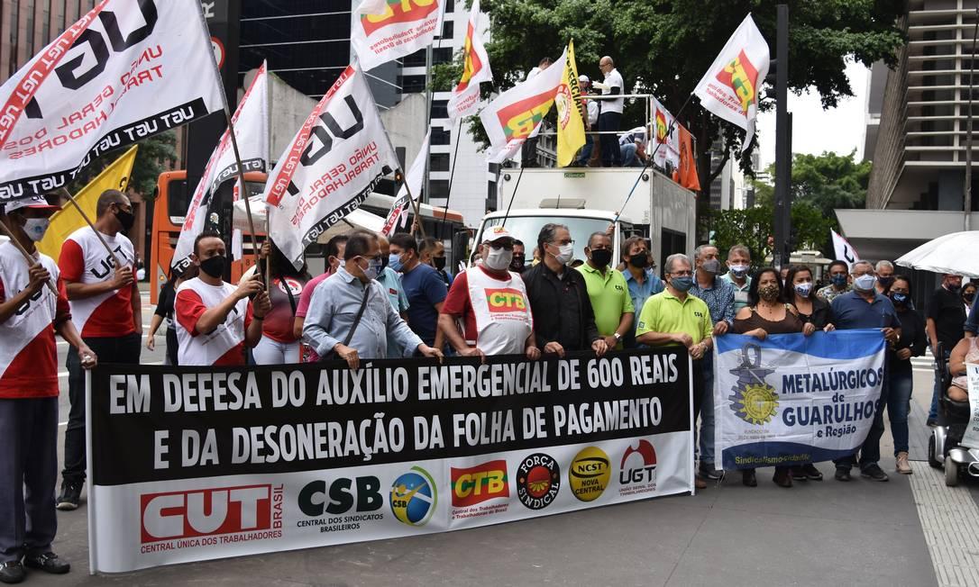 Sindicatos fazem manifestação em SP pela prorrogação da desoneração da folha de empresas Foto: Roberto Casimiro/Fotoarena / Agência O Globo