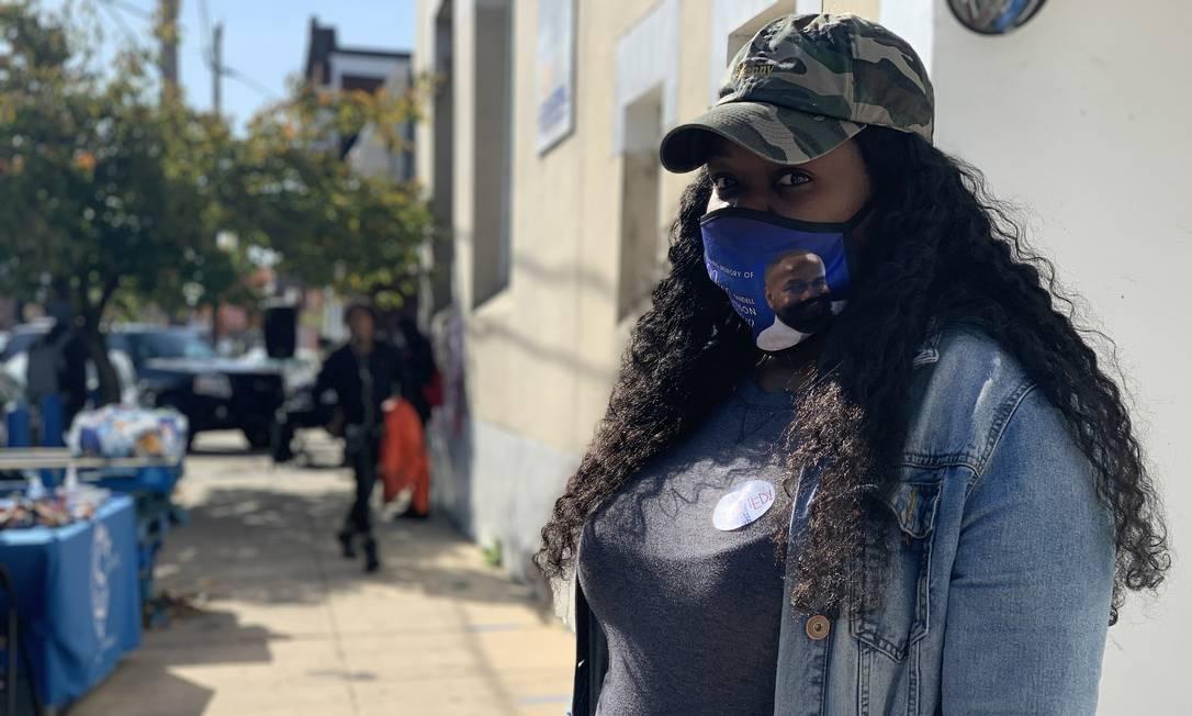 Dominique Carter, 31 anos, sente que a população jovem está comparecendo mais às urnas este ano Foto: Paola De Orte