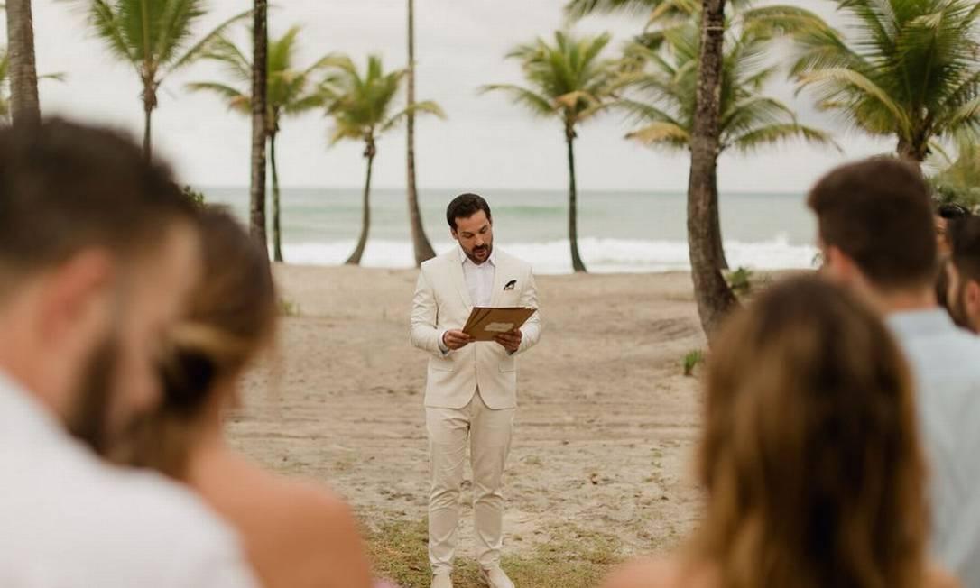 Diogo discursa diante de seus convidados: ele afirma não guardar mágoas do ex-noivo Foto: Divulgação/Landerson Viana