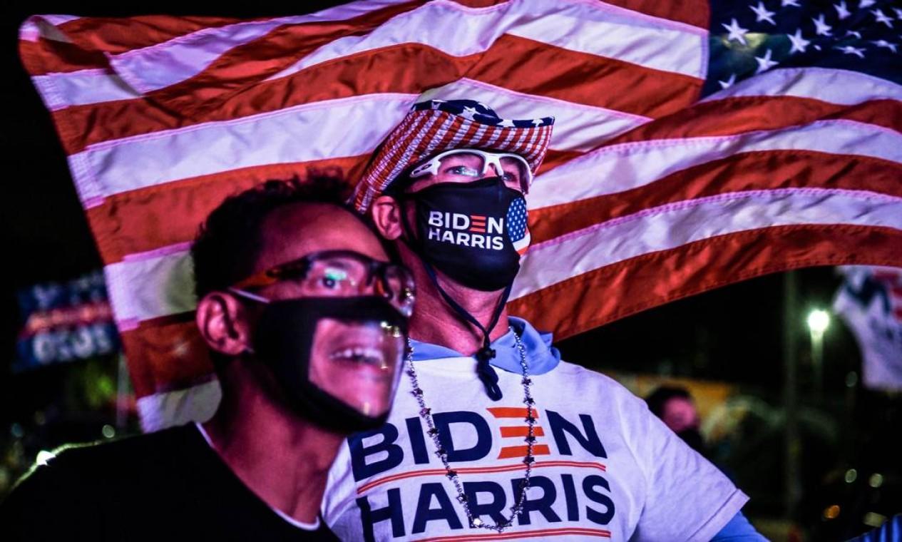 Eleitores democratas vão às ruas em Miami, Flórida Foto: CHANDAN KHANNA / AFP