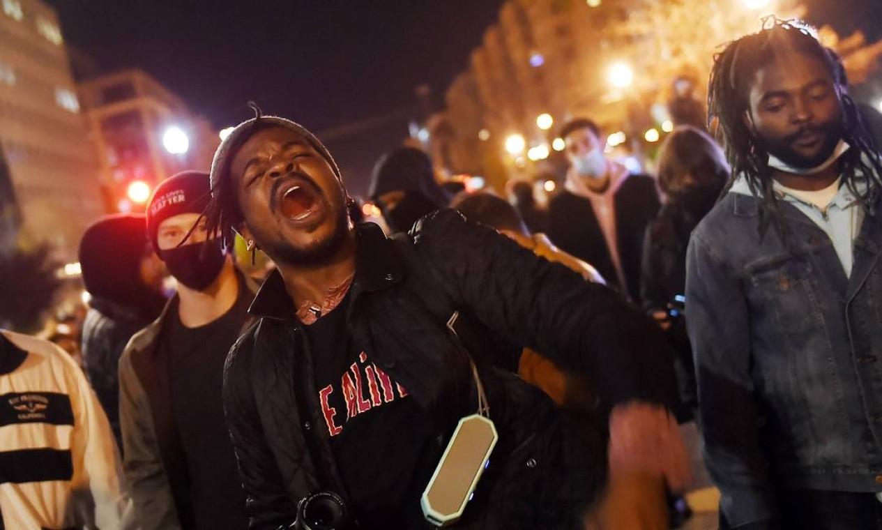 Manifestantes se reúnem na praça Black Lives Matter em frente à Casa Branca em Washington Foto: OLIVIER DOULIERY / AFP