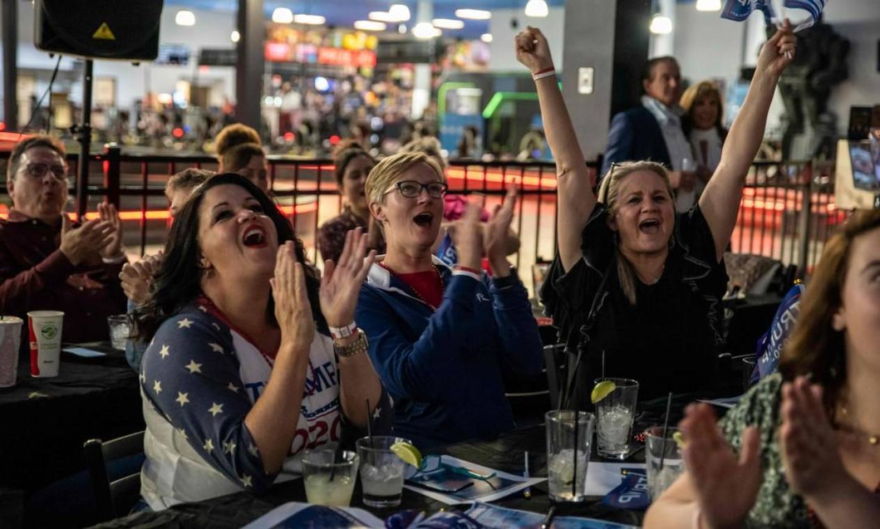 Eleitores vibram com resultados das eleições em Austin, Texas Foto: SERGIO FLORES / AFP