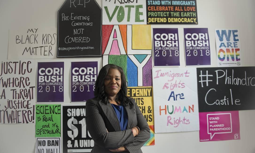 Cori Bush, ativista do movimento Black Lives Matter, é a primeira mulher eleita ao Congresso americano pelo estado do Missouri. Foto: NEETA SATAM / NYT