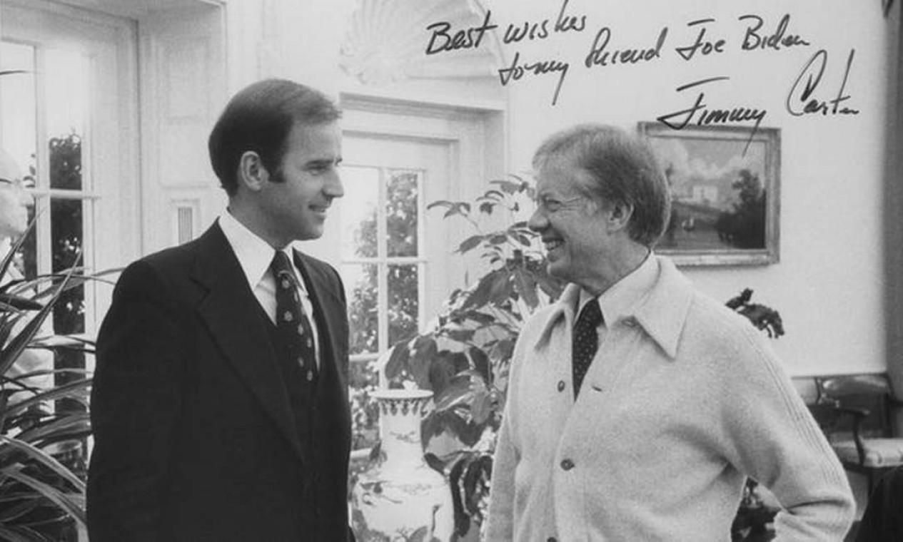 Biden, então senador, com o presidente Jimmy Carter Foto: Divulgação