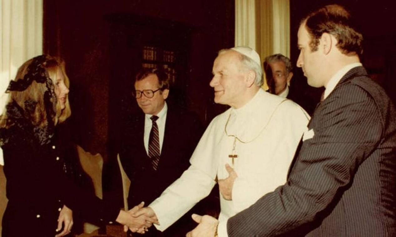 Jill e Joe Biden se encontram com o Papa João Paulo II no Vaticano em abril de 1980 Foto: Divulgação